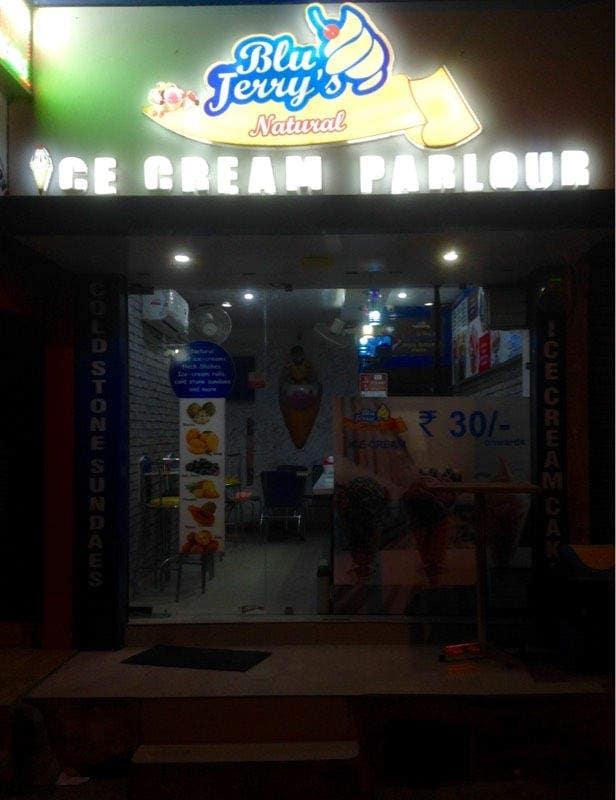 Snowman Ice Cream Parlour